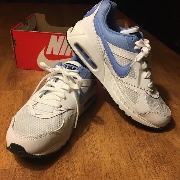 4bdd2fb3d684 NWB Girls Nike Air Max IVO